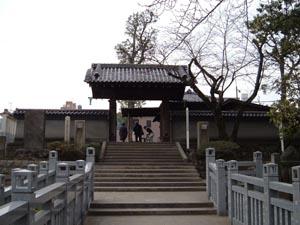 同境内、四十七士墓所の門